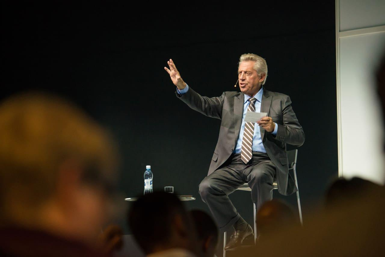john c  maxwell for the vips  good leaders ask great